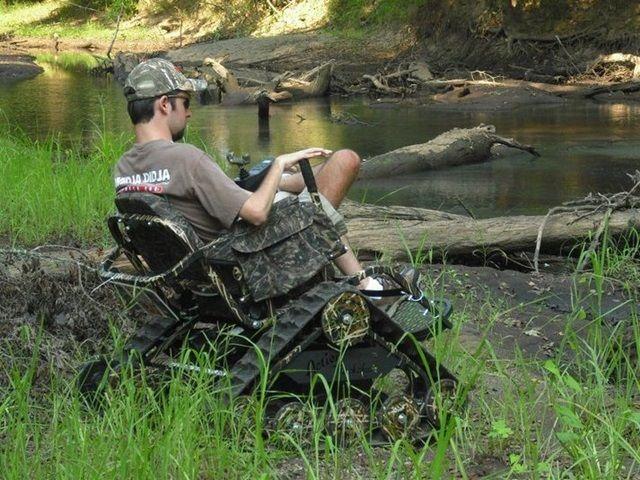 chico pescando en silla ontrack