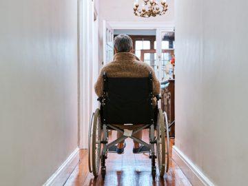 silla de ruedas con bipedestador